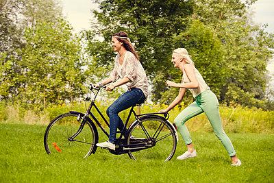 Girl friends with bike - p904m932250 by Stefanie Päffgen
