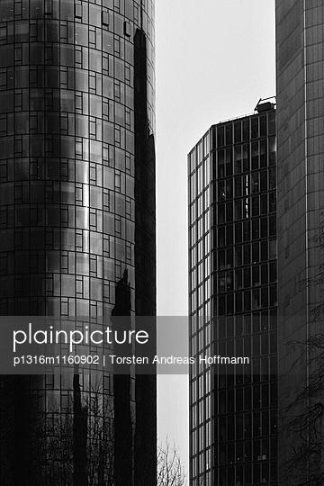 Hochhäuser in Frankfurt am Main, Hessen, Deutschland - p1316m1160902 von Torsten Andreas Hoffmann