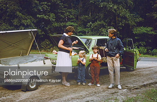 Germany,  Family outing with Wartburg in the GDR - p986m2223987 by Friedrich Kayser