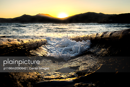 Sun rising in Ibiza - p1166m2090642 by Cavan Images