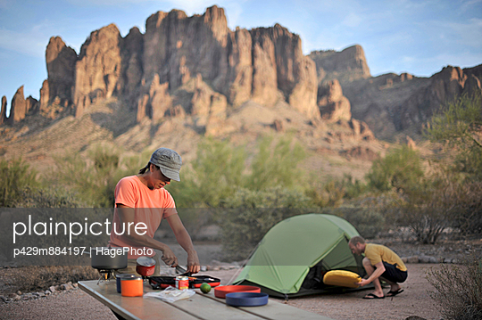 Backpacking couple making camp - p429m884197 by Hagephoto