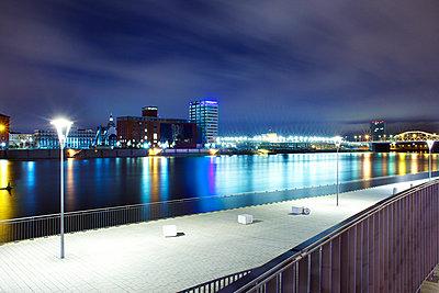 Nachts am Rhein - p606m972870 von Iris Friedrich