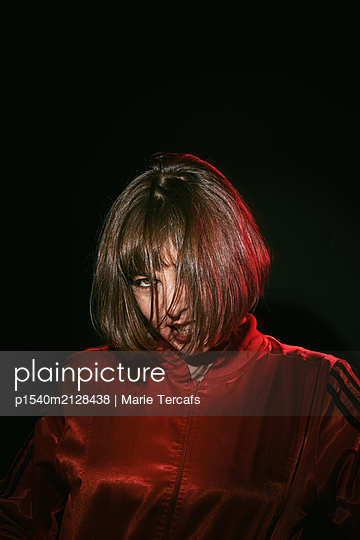 Woman with brown hair wearing a red jacket  - p1540m2128438 by Marie Tercafs