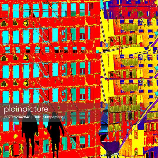 Zwei Menschen in der Stadt - p979m2042842 von Ruth Kumpernatz
