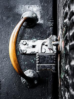 padlock - p1280m1529065 by Dave Wall