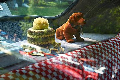 Wobbler and crochet cover in vintage car, Adenauer Mercedes 300 - p300m2131754 von Bernados