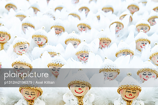 Self-made angels in a row - p1312m2196379 by Axel Killian