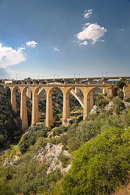 Viadukt in Apulien - p1032m1466359 von Fuercho