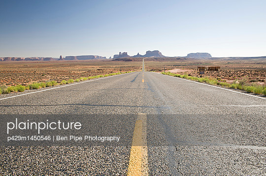 Road through Monument Valley Navajo Tribal Park, Utah, USA