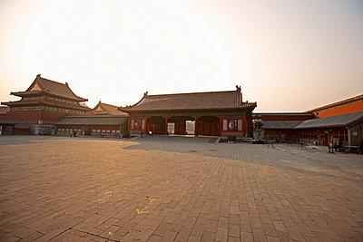 empty court yard inside the forbidden city - p1166m2179565 by Cavan Images