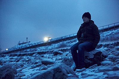 Boy looking away - p312m1164599 by Johan Alp
