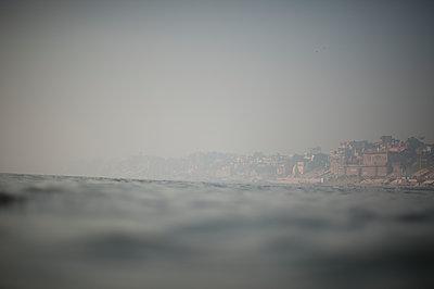 Varanasi - p1007m1059989 by Tilby Vattard