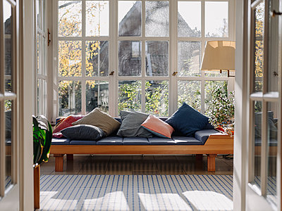 Home interior with large windows - p300m2205497 by Kniel Synnatzschke
