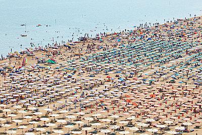 Mass tourism - p719m1104395 by Rudi Sebastian