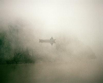 Fisherman with boat in misty landscape - p945m2181557 by aurelia frey