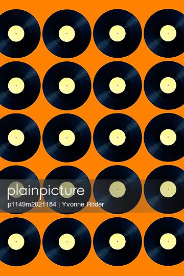Records - p1149m2021184 by Yvonne Röder
