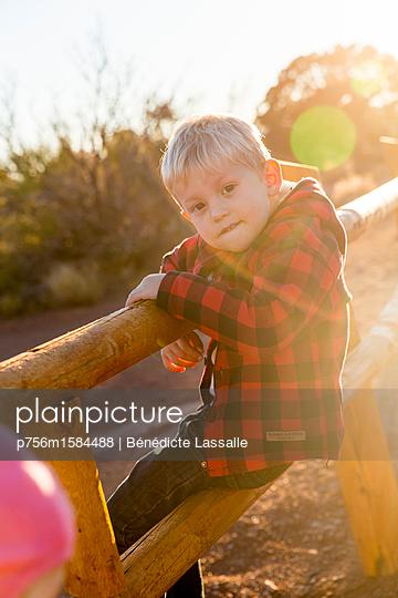 Little boy - p756m1584488 by Bénédicte Lassalle