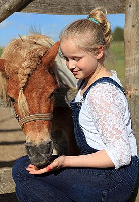 Pony-Liebe - p045m1034351 von Jasmin Sander