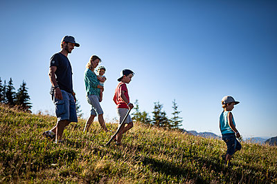 Family goes on a hike in the mountains, France - p1007m2219955 by Tilby Vattard