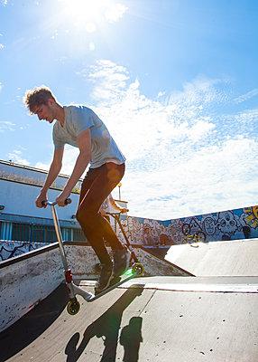 Skateboarder - p669m1520537 by David Harrigan