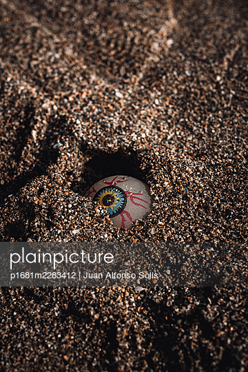 Artificial eye in the sand - p1681m2283412 by Juan Alfonso Solis