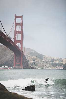 Surfing the City - p1290m1152488 by Fabien Courtitarat