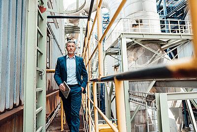 Deutschland, NRW, Oberhausen, Business, Industrie, Energie, Kraftwerk, Arbeit, Geschäftsführung, Mann, 53 Jahre, Chef, Macher - p300m2290801 von Robijn Page