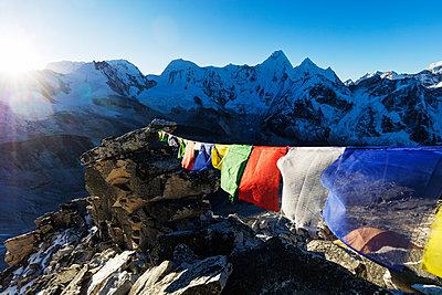 Prayer flags on Ama Dablam, Sagarmatha National Park, UNESCO World Heritage Site, Khumbu Valley, Nepal, Himalayas, Asia - p871m1583787 by Christian Kober