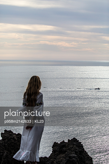 Sea view - p958m2142633 by KL23
