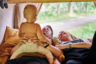 Family relaxing in caravan - p1124m2228992 by Willing-Holtz