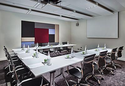 Konferenzraum in einem Hotel - p390m1441297 von Frank Herfort