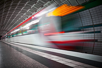 Subway station, light effects, Hamburg - p851m2205871 by Lohfink