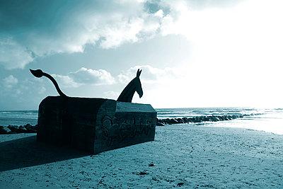 Alter Bunker gestaltet als Pferdeskulptur - p1268m1111502 von Mastahkid
