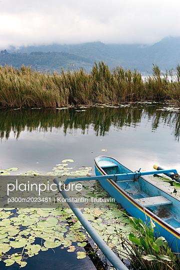 Indonesia, Bali, Traditional fishing boat - p300m2023481 von Konstantin Trubavin