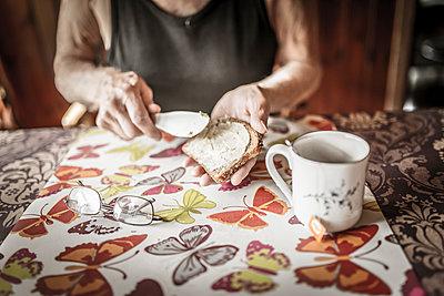 Senior man eating breakfast - p312m1113695f by Caluvafoto