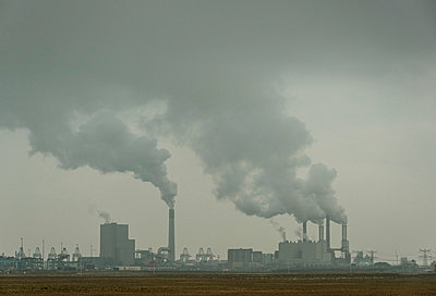 Two coal fired power stations at Maasvlakte, Rotterdam harbour, Netherlands - p429m1206824 by Mischa Keijser