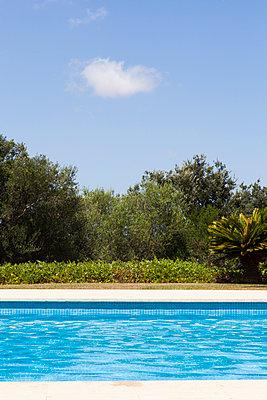 Poolstreifen - p781m1092939 von Angela Franke