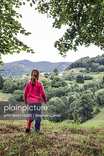 Girl Countryside - p1019m2116425 by Stephen Carroll