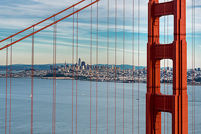 USA, California, San Francisco, Golden Gate Bridge - p300m1581483 by Markus Kapferer