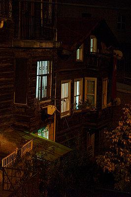 hinterhof in istanbul - p6270037 von bobsairport
