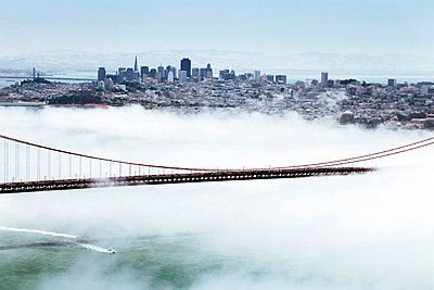 Golden Gate Bridge and the San Francisco skyline floating above the fog on a foggy day in San Francisco - p871m674413 by Gavin Hellier