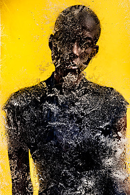 Silhouette of a black woman behind a textured glass - p1619m2199935 by Laurent MOULAGER
