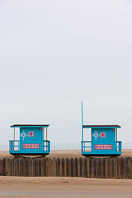 First aid at the beach - p248m966648 by BY