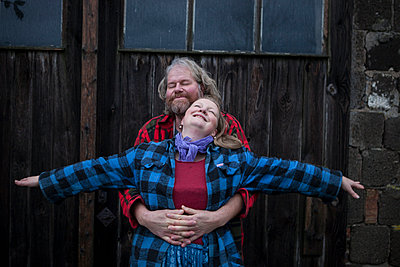 Couple with lumberjack shirts - p502m892144 by Tomas Adel
