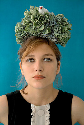 Bird nest on girl head - p6780025 by Christine Mathieu