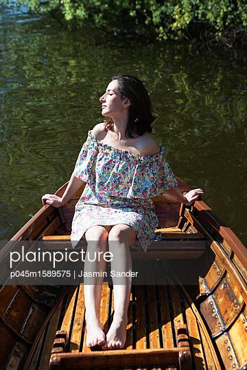 Im Ruderboot entspannen - p045m1589575 von Jasmin Sander