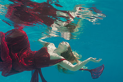 underwater ballet dancer woman  - p1554m2158980 by Tina Gutierrez
