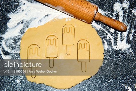 p451m2185854 by Anja Weber-Decker