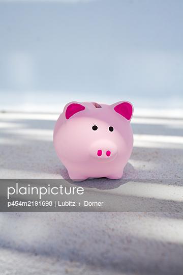Summer holidays piggybank - p454m2191698 by Lubitz + Dorner