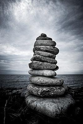 Steinmännchen an der Küste - p248m1465033 von BY